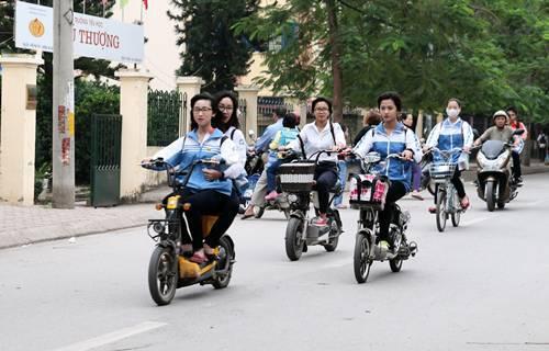 Xe đạp điện rất phù hợp và tiện lợi với học sinh