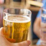Nam giới hết bất lực nhờ uống bia mỗi ngày?